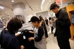 Thái Lan phát 8 triệu áo đen cho người nghèo để tang vua