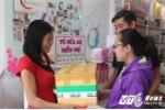 Người phụ nữ mở tủ sữa mẹ miễn phí ở TP.HCM