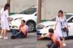 Clip sốc: Phát hiện chồng ngoại tình, vợ điên tiết cầm dao đâm chồng trên phố