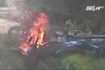 Cãi nhau, cặp vợ chồng đem cả 2 chiếc xe máy trong nhà ra đốt