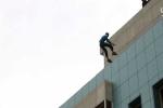 IS tung video ném người đồng tính từ nóc nhà cao tầng