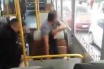 Video: Tài xế, cảnh sát đỡ đẻ ngay trên xe buýt