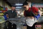 Ngư dân Trung Quốc bắt được 'thủy quái' nặng hơn 50 kg
