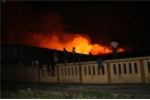 Kho hàng ở Thanh Hóa bốc cháy rừng rực trong đêm