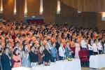 Diễn viên Mai Thu Huyền xuất hiện trong lễ khai giảng khiến sinh viên thích thú