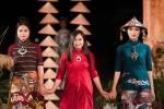 Nhà thiết kế Lan Hương thêu cổng làng Hà Nội lên lụa dự 'Festival Áo dài Hà Nội 2016'