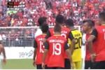 Video: Cầu thủ Indonesia, Đông Timor lao vào ẩu đả ngay trên sân