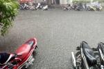 Trận mưa rào chiều nay(4/8) tại Hà Nội khiến nhiều con phố ngập nước lênh láng.(Ảnh FB)