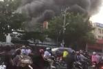 Cháy nổ lớn cây xăng ở TP.HCM, hàng trăm người tháo chạy