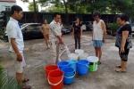 Video: Người già, bà bầu lỉnh kỉnh xô chậu xếp hàng như thời bao cấp chờ lấy nước sạch