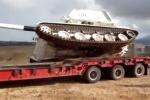 Video: Pháo tự hành lật nhào khỏi rơ-mooc xe tải