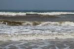 Cứu sống hai cha con gặp nạn trên biển Cửa Lò