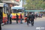 Ngỡ ngàng cảnh bến xe Thủ đô vắng vẻ ngày cận Tết