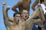 Ảnh Olympic ngày 2: Novak Djokovic rơi lệ, Michael Phelps vô địch lần thứ 19