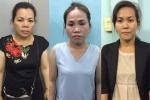 Trinh sát mật phục bắt 3 'nữ quái' móc túi ở đường hoa Nguyễn Huệ