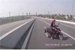 Clip: Cô gái 'hồn nhiên' đi ngược chiều, tạt đầu né ôtô trên quốc lộ