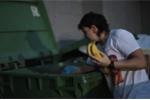 Nữ y tá nhặt thức ăn thừa từ thùng rác, tiết kiệm tiền mua nhà 18 tỷ đồng