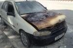 Xe hơi bốc cháy dữ dội giữa phố Hà Nội