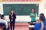 Cô giáo trẻ sáng tác dân ca ví dặm bằng tiếng Anh