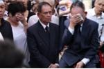 Bố Minh Thuận lặng thinh đau đớn giữa dòng người tiễn biệt con trai