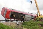 Xe khách lao xuống ruộng lúa, 3 hành khách bị thương
