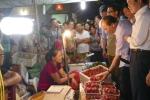 Chuyến kiểm tra không báo trước của Thủ tướng ở chợ Long Biên lúc mờ sáng