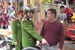Video: Công an Hà Nội mạnh tay 'đòi lại' vỉa hè cho dân