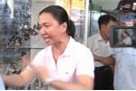 Video: Bị xử lý lấn chiếm vỉa hè, chủ kinh doanh 'nổi đóa'
