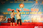 """Hinh anh Nghe sy Quang Teo """"doi mua"""" dien kich tai 'Hat cung chien sy canh sat' 32"""
