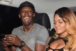 Usain Bolt trao huy chương Olympic cho dàn chân dài nóng bỏng