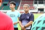 HLV đội Công Vinh: Tôi chưa từng chứng kiến đội bóng bỏ thi đấu để phản ứng trọng tài