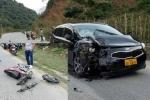 Va chạm với ô tô khi đi chơi Tết, 3 người chết thảm