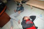 Nổ súng khống chế hai kẻ 'ngáo đá' cầm hung khí trên phố