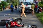 Gây tai nạn chết người, xe cứu thương tiếp tục lấn làn đâm ô tô đi ngược chiều