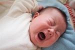 Trẻ liên tục khóc đêm và giật mình: Làm thế nào để hết triệt để?