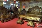 Choáng với bộ bàn ghế bằng gỗ siêu đắt gần 700 tỷ đồng