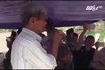 Người dân thôn Hoành thả Trưởng ban Tuyên giáo Huyện ủy