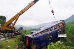 Hiện trường tai nạn xe khách thảm khốc, 16 người thương vong