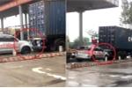 Taxi núp đuôi container trốn trạm BOT trót lọt ở Vĩnh Phúc