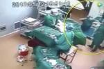 Đang phẫu thuật, bác sĩ nổi đóa đấm gục y tá