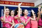 Hoa hậu Đỗ Mỹ Linh đón trung thu sớm cùng trẻ em mồ côi