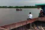 Tàu chìm trên sông, 4 người trong gia đình mất tích