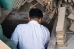 Hoảng hồn 4 ngôi mộ mới chôn nằm trong xưởng mộc ở Hà Nội