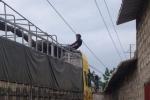 Thi thể nam thanh niên treo nhiều giờ trên dây điện ở Thanh Hóa