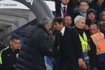 Jose Mourinho cảm thấy bị Conte 'sỉ nhục'