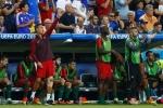 Ronaldo hò hét chỉ đạo đồng đội như HLV trưởng