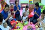 Chương trình 'Tết Trung thu - Tết của sẻ chia' tặng quà cho 1.000 trẻ em mắc bệnh hiểm nghèo