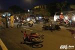 Xe máy đối đầu trên phố Sài Gòn, 2 người thương vong