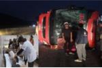 Lật xe chở khách về quê ăn Tết, 14 người nhập viện