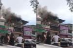 'Bà hỏa' thiêu rụi cửa hàng thời trang trên phố Thủ đô